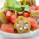 Okra guisada con tomates